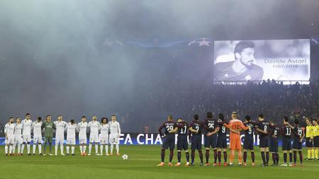 Pemain PSG dan Real Madrid mengheningkan cipta untuk mengenang kematian Astori. - INDOSPORT