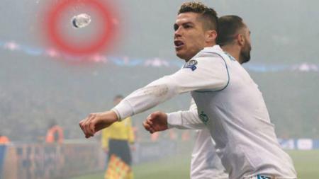 Cristiano Ronaldo dilempar botol plastik oleh suporter PSG - INDOSPORT