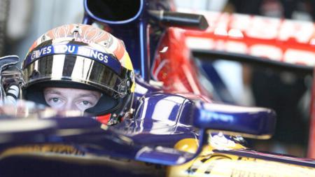 Daniil Kvyat berpotensi menjadi rekan setim Max Verstappen di tim Red Bull Racing. - INDOSPORT