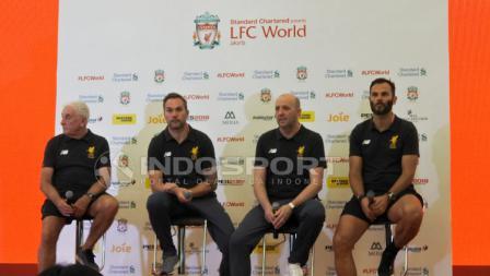 Legenda Liverpool FC, Gary McAllister, Roy Evans, Patrik Berger, dan Jason McAteer di press conference LFC World.