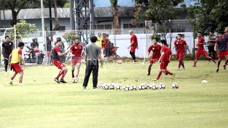 Latihan para pemain pelapis dibawah arahan pelatih Teco. Herry Ibrahim