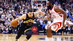 Indosport - Bintang Toronto Raptors, Fred VanVleet (kiri), tidak merasa khawatir setelah timnya menelan tiga kekalahan beruntun di kompetisi NBA musim ini.