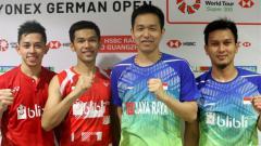Indosport - Pasca pertandingan Fajar/Rian dengan Hendra/Ahsan