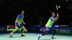 Indosport - Ahsan saat mengembalikan bola