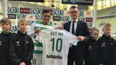 Indosport - Egy Maulana Vikri diperkenalkan oleh klub barunya Lechia Gdańsk dan langsung mendapatkan nomer punggung 10.