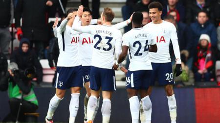 Pemain-pemain Tottenham Hotspur merayakan terciptanya gol saat melawan Bournemouth. - INDOSPORT