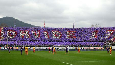 Penghormatan untuk Davide Astori di laga Fiorentina vs Benevento. - INDOSPORT