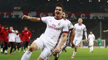 Andre Silva saat berselebrasi membawa kemenangan bagi AC Milan atas Genoa. - INDOSPORT