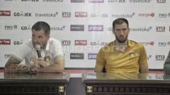 Indosport - Simon McMenemy dan Vladimir Vujovic (kanan).