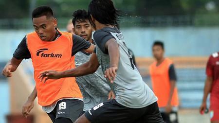 Saddil Ramdani saat berlatih bersama Persela. - INDOSPORT