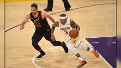 Indosport - Isaiah Thomas (kanan), pemain bintang LA Lakers.