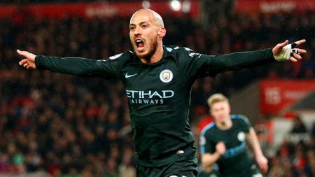 David Silva berselebrasi usai mencetak gol ke gawang Stoke City. - INDOSPORT