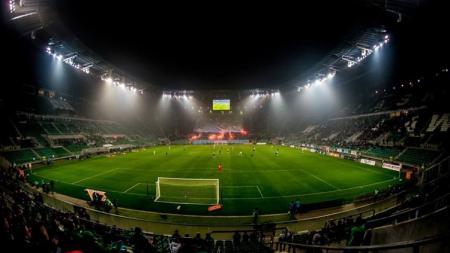 Suasana malam stadion di Polandia. - INDOSPORT