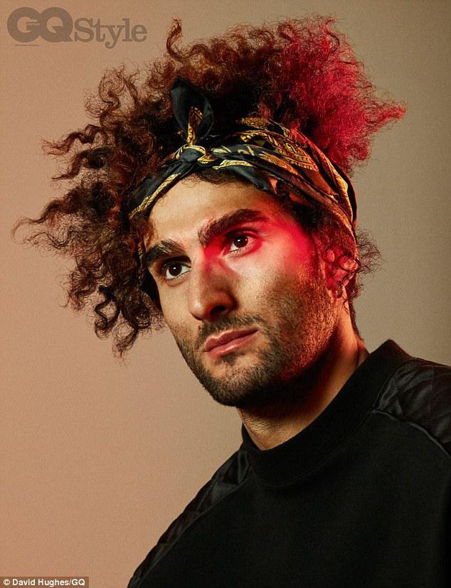 Sisi dari Marouane Fellaini dengan yang jarang terlihat Copyright: David Hughes/GQ