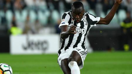 Gelandang Juventus, Blaise Matuidi, masuk radar Manchester United yang gagal mendatangkan 'Pogba Serbia' dari Lazio. - INDOSPORT