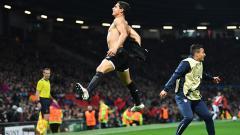 Indosport - Selebrasi Wissam Ben Yedder usai cetak gol ke gawang Manchester United.