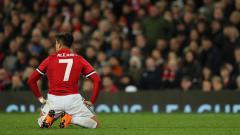 Indosport - Alexis Sanchez pada laga 16 besar Liga Champions melawan Sevilla.