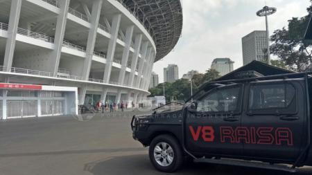 Mobil V8 Raisa. - INDOSPORT