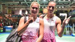 Indosport - Stefani Stoeva (kanan) dan mantan Marcus Gideon, Gabriela Stoeva turut serta di ajang Indonesia Masters 2020.