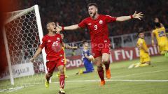 Indosport - Riko Simanjuntak (kiri) masuk dalam daftar pemain dengan penampilan terbanyak di Liga 1.
