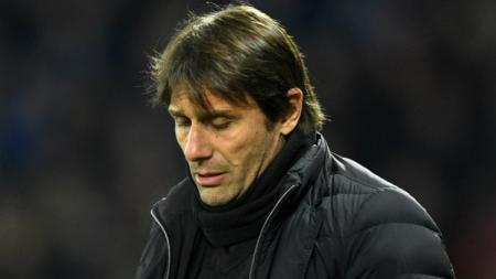 Antonio Conte mendesak Mauro Icardi dan Radja Nainggolan untuk segera angkat kaki dari Inter Milan. - INDOSPORT