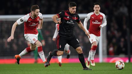 Andre Silva mendapat kawalan ketat dari pemain Arsenal. - INDOSPORT