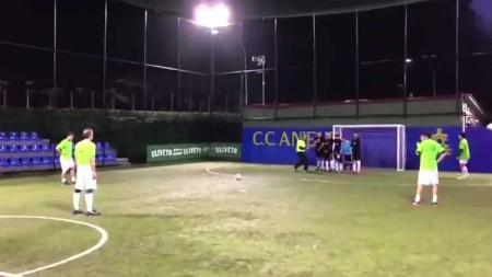 Totti saat mencetak gol - INDOSPORT
