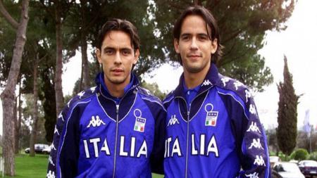 Filippo Inzaghi dan Simone Inzaghi ketika sama-sama di Timnas Italia. - INDOSPORT