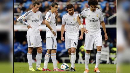 Xabi Alonso (dua dari kanan) saat masih membela Real Madrid. - INDOSPORT