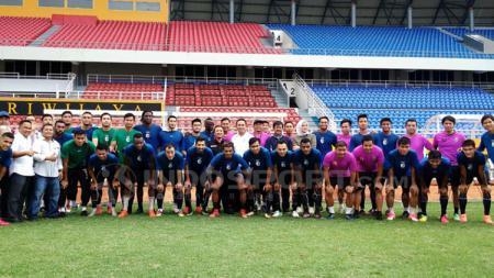 Sriwijaya FC melakukan foto bersama. - INDOSPORT