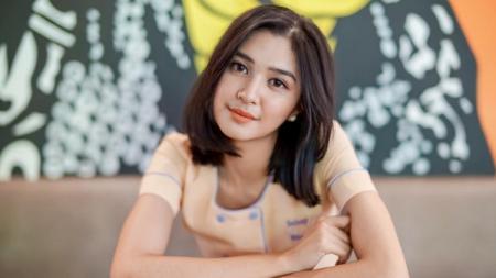 Senyum manis Mikha Tambayong bikin hati lelaki tidak mau kehilangan. - INDOSPORT