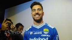 Indosport - Jonathan Bauman saat ditemui oleh para wartawan di launching Persib Bandung.