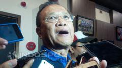 Indosport - Zainuri Hasyim, Komisaris PT. Persib Bandung Bermatabat saat ditemui oleh awak media.