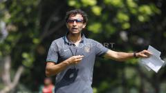 Indosport - Pelatih sepak bola asal Spanyol, Luis Milla.
