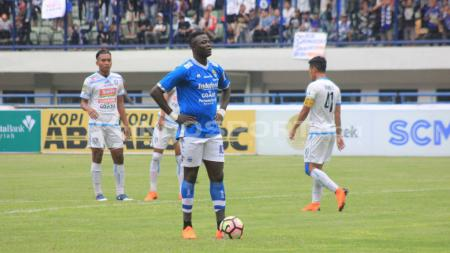 Ezechiel N'Douassel, bintang Persib Bandung. - INDOSPORT