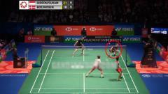 Indosport - Kevin Sanjaya/Marcus Gideon berhasil jatuhkan lawan.