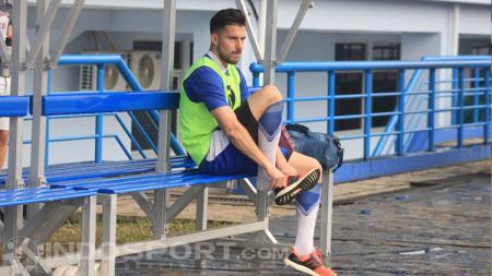 Persib Bandung sepertinya akan sangat merindukan eks pemain asingnya, Jonathan Bauman, pasca mendapati cedera yang menimpa Ezechiel N'Douassel. - INDOSPORT