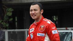 Indosport - Ananda Mikola, eks pembalap dari Indonesia.