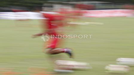 Bambang Pamungkas melakukan sprint pendek dalam latihan.