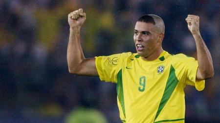 Ronaldo saat membela Brasil di Piala Dunia 2002. - INDOSPORT