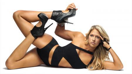 Pegulat wanita profesional World Wrestling Entertainment (WWE), yang bernama Kelly Kelly, berhasil membuat para penggemarnya heboh di media sosial. - INDOSPORT