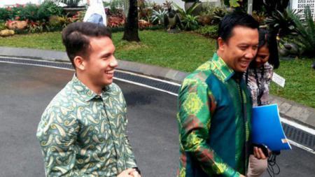 Egy Maulana Vikri dan Imam Nahrawi menuju istana kepresidenan ketemu Jokowi. - INDOSPORT