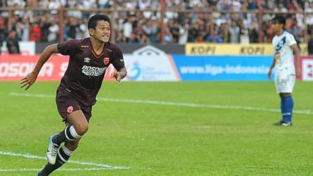 Selebrasi gol gelandang PSM Makassar, Rizky Pellu, di laga Liga 1. - INDOSPORT