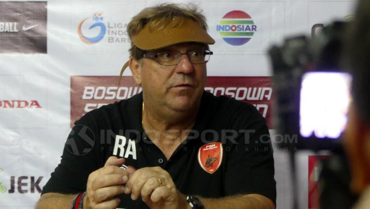 Pelatih PSM Makassar, Robert Rene Alberts. Copyright: Reno Firhad Rinaldi/INDOSPORT