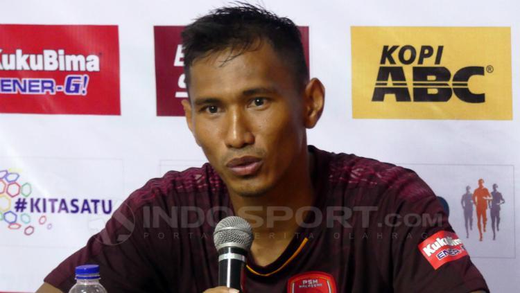 Zulkifli Syukur dalam konferensi pers usai PSM Makassar vs PSIS Semarang. Copyright: Reno Firhad Rinaldi/INDOSPORT