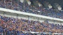 Indosport - Para suporter Persib Bandung yang memenuhi stadion GBLA.