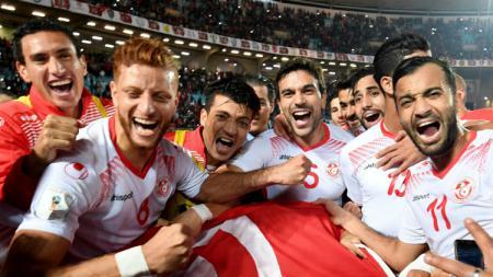 Luapan kebahagian pemain Tunisia usai memastikan lolos ke Piala Dunia 2018. - INDOSPORT