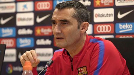 Ernesto Valverde dalam konferensi pers. - INDOSPORT