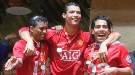 Nani, Cristiano Ronaldo, dan Carlos Tevez saat membawa Manchester United juara Liga Champions 2007/08. - INDOSPORT