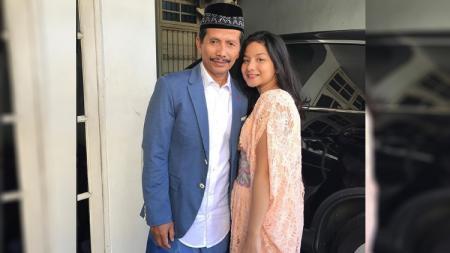 Cucu Djadjang Nurdjaman bernama Shasya bikin netizen salah fokus saat menjalani olahraga di rumah karena pandemi virus corona. - INDOSPORT